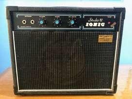 amplificador Ionic Studio 12 para guitarra criolla o electroacústica potencia 20w