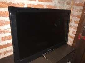 Tv LCD Panasonic 32 pulgadas muy bueb estado