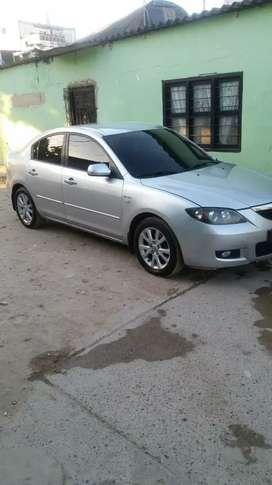 Se cambia Mazda 3 por taxi