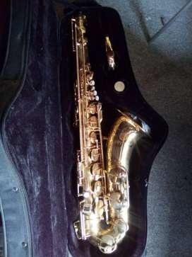 Saxofón tenor Jupiter JTS-587