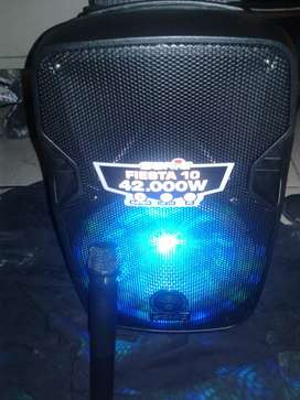 """Parlante amplificado de 10"""" mp3, radio, Bluetooth, Karaoke, micrófono inalámbrico, control remoto"""