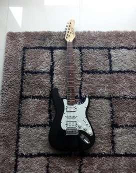 se vende guitarra modelo stratocaster o se cambia por un piano