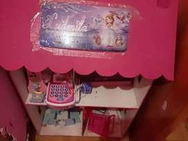 Casa d muñeca con muebles y jugueres