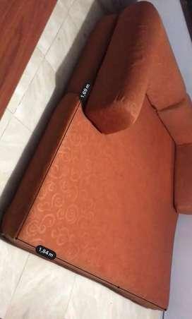 Vendo económico sofá cama. Color naranja