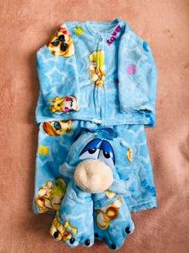 Variedad de ropa para bebes y niños(as)