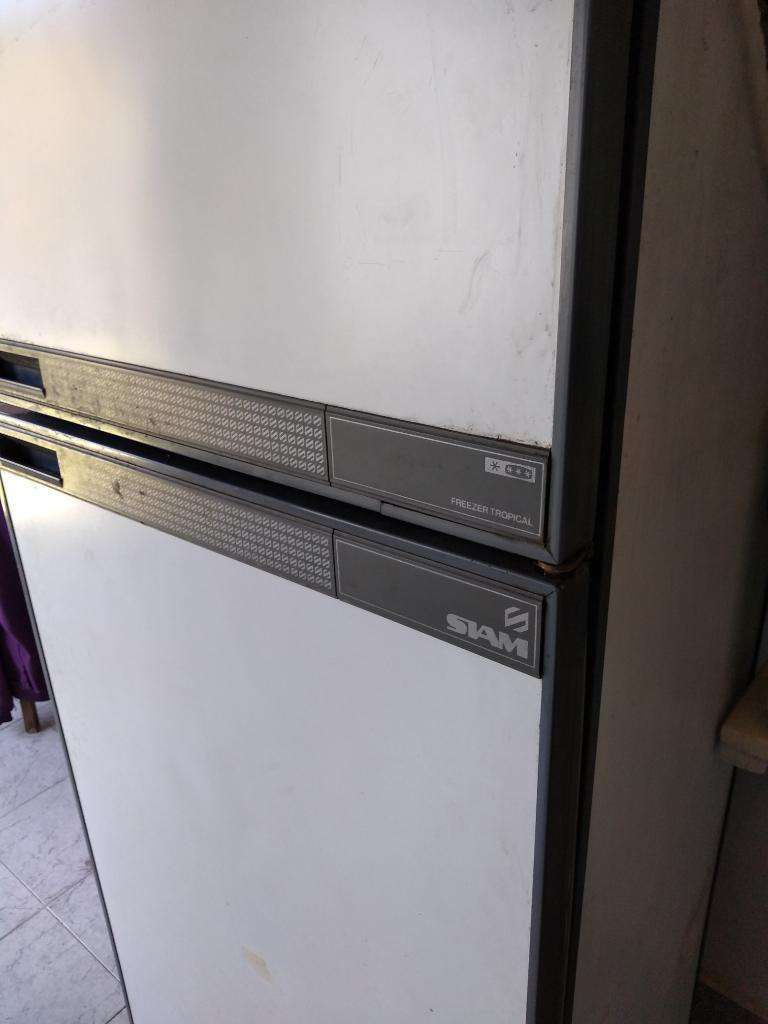 Heladera con Freezer Siam 0