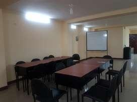 alquilo todo un piso ideal oficina, salón de conferencias.