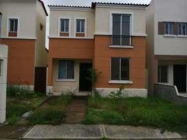Casa de alquiler en la Urbanización Gran Victoria, 4 dormitorios, por estrenar.