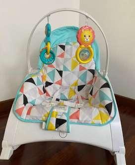 Vendo silla mecedora para bebés Fisher Price. En perfecto estado