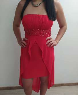 Vestido de fiesta corto rojo con velo