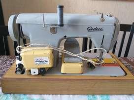 Máquina de coser godeco