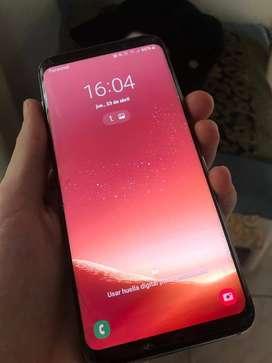 Samsung galaxy S8. Con cargador principal, cargador de forma rapida y articulos.