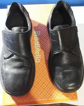 Zapatos cuero negro. Excelente estado