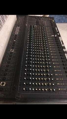Pevey  SRC 2400 24 canales mezclador