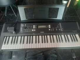 Se vende piano Yamaha