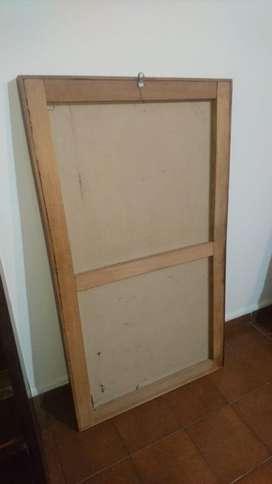 Espejo Biselado, marco de madera. Con las comodidades para usar de pie o colgado.