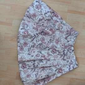Falda de flores.