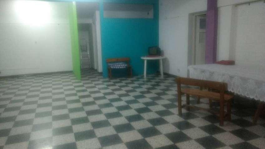 Alquilo salón comercial 90 MTS cuadrados. 0