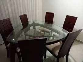 Juego de mesa de 6 puestos, madera, excelente estado.