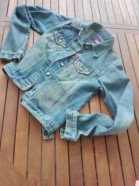 Campera de jean marca cibyll, de mujer a la cintura  sin uso $ 600