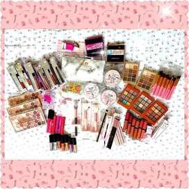 Maquillaje disponible para entrega en Bogota