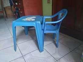Juego de mesa con silla infantil