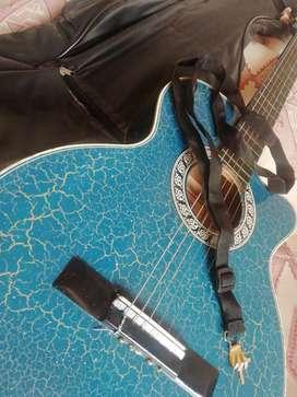 Se Vende guitarra con forro