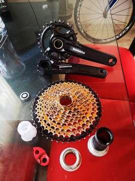 Vendo Monoplato y caseteraa Shimano para bici de montaña.