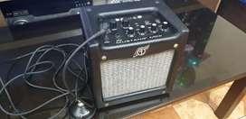 Vendo Amplificador portatil Fender Mustang Mini + combo foot switch Fender