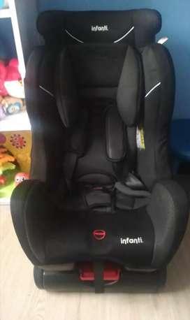 Silla de bebé para carro. Perfecto estado