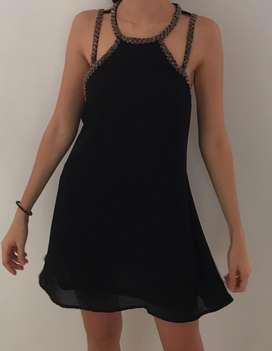 Vendo vestido negro talla S escotado