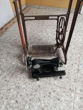 Maquina de coser y base