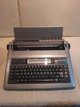 Maquina de escribir electrónica kx-r560