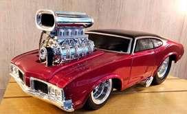 Muscle Machine Coche Oldsmobile 1970 - Escala 1:24