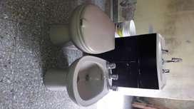 Juego de baño con griferia y mueble de pileta