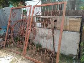 Vendo portón de fierro de doble hoja