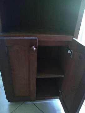 Biblioteca 3 estantes 2 puertas de algarrobo abajo