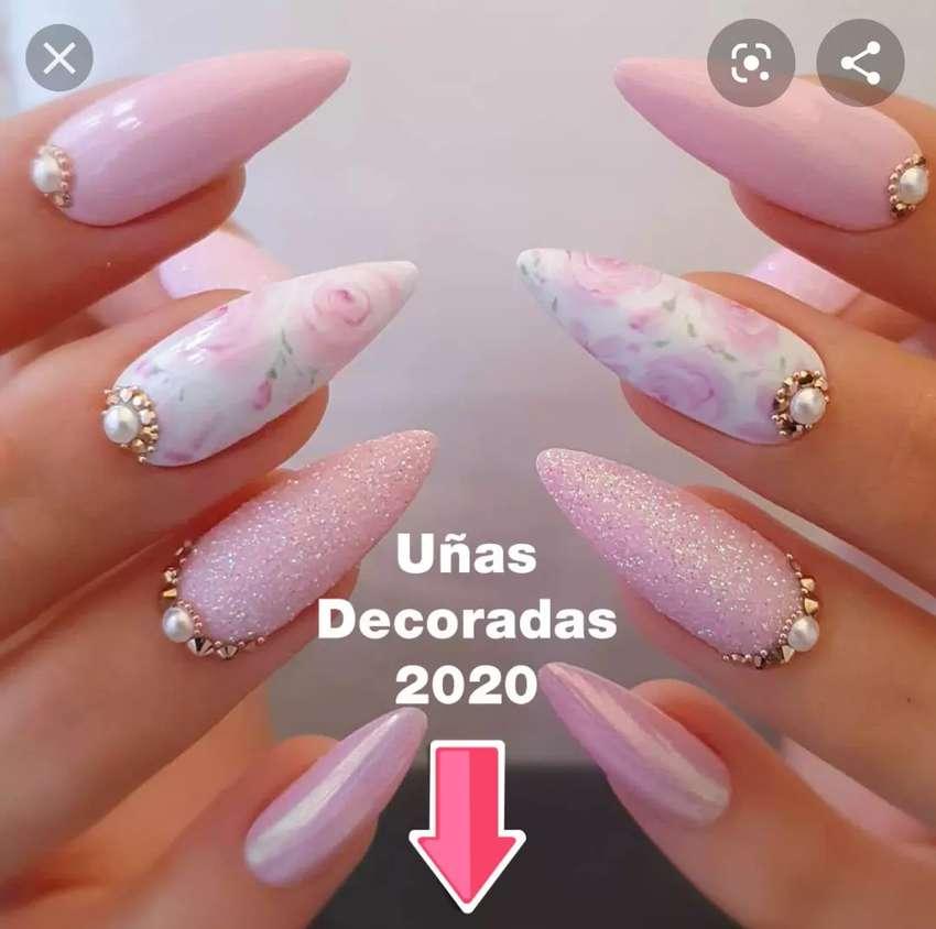 Busco quien haga uñas y estética 0