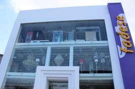 Edificio comercial en Urdesa