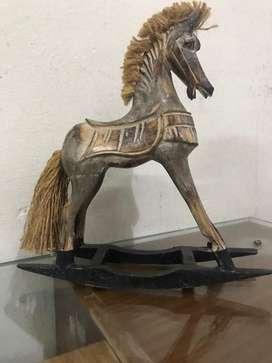 Caballo de troya madera  labrada antigua / Balancin