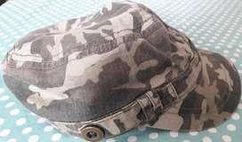 Gorra Camuflada para Mujer