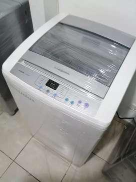 Lavadora 20 libras, digital, color blanco original,