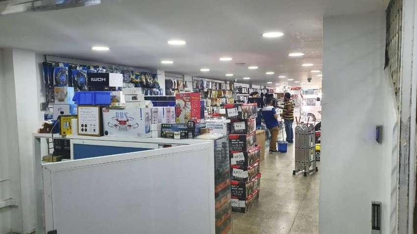 Venta de Super Local Comercial en el Edificio Sucre, ubicado entre Sucre y Pichincha, Guayquil. 0