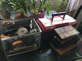 Vendo cajas de maquillaje con maquillaje secador aro de luz plancha y más