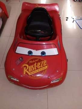 McQueen pedal  eléctrico para niño
