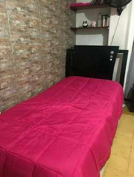 Vendo cama sencilla, buen estado  con colchón unico dueño color guengue