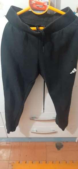 En Remate Pantalón Negro. Marca Adidas