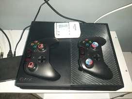 Vendo xbox one de 500gb con dos controles y cargador de pilas