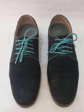 Zapato masculino marca Vélez elaborado en cuero color azul