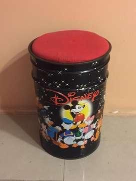Silla cesto tacho metálico de Disney Villa Adelina